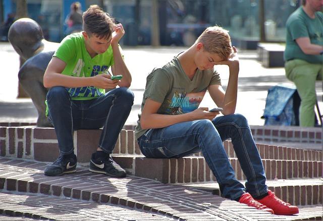 молодые парни