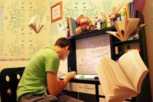 студент учится