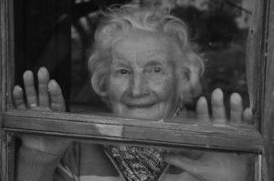 пожилая бабушка