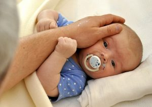 младенец с отцом