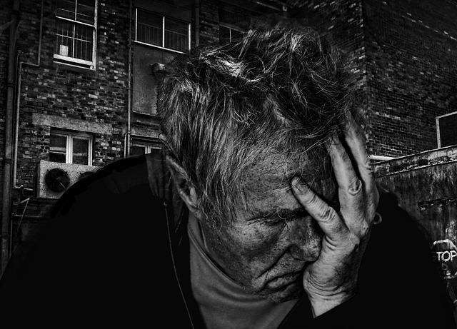мужчина в печали